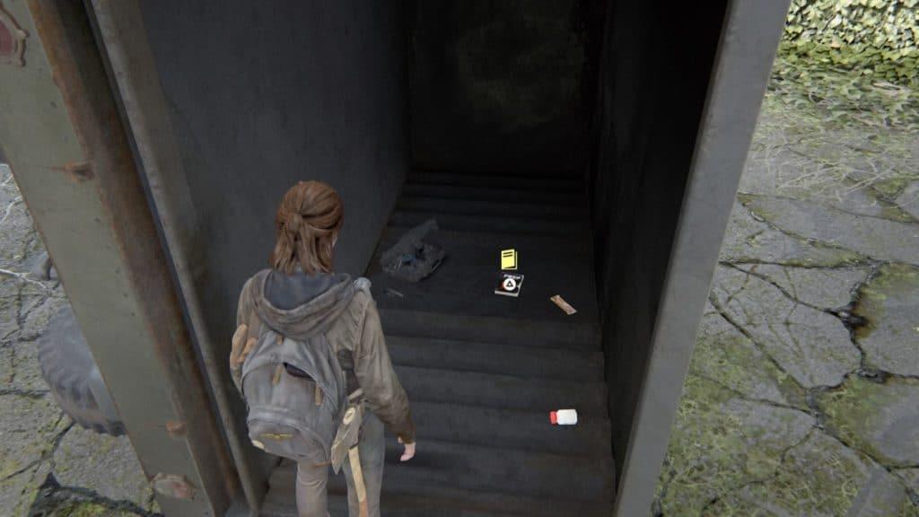 Ellie trova un manuale d'addestramento in un camion ribaltato