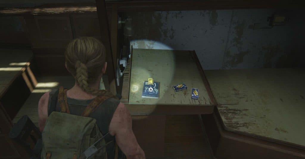 Abby trova un altro manuale d'addestramento su un comodino