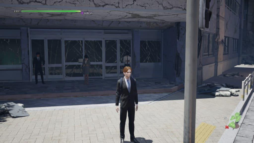 Il protagonista di Disaster Report 4 aspetta davanti un edificio pericolante