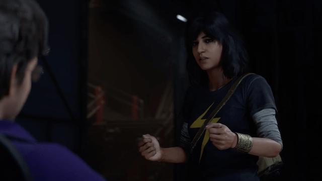 Kamala Khan parla con il Dr. Banner in Marvel's Avengers