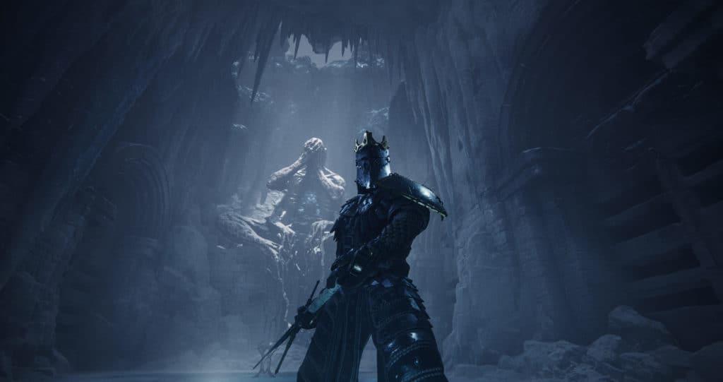 Il protagonista di Mortal Shell con l'armatura addosso