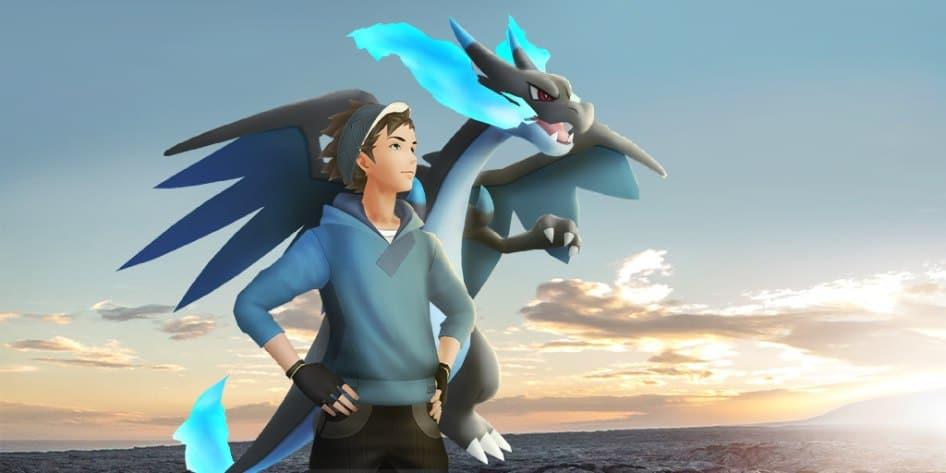 Il protagonista di Pokémon GO con a fianco Mega Charizard X