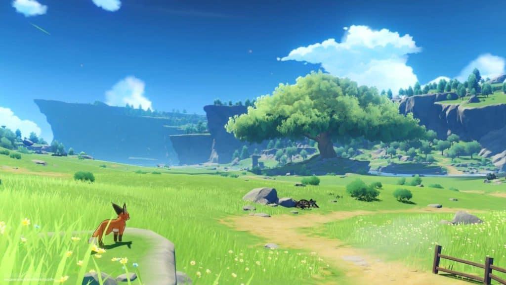 Una volpe guarda il mondo di Teyvat in Genshin Impact