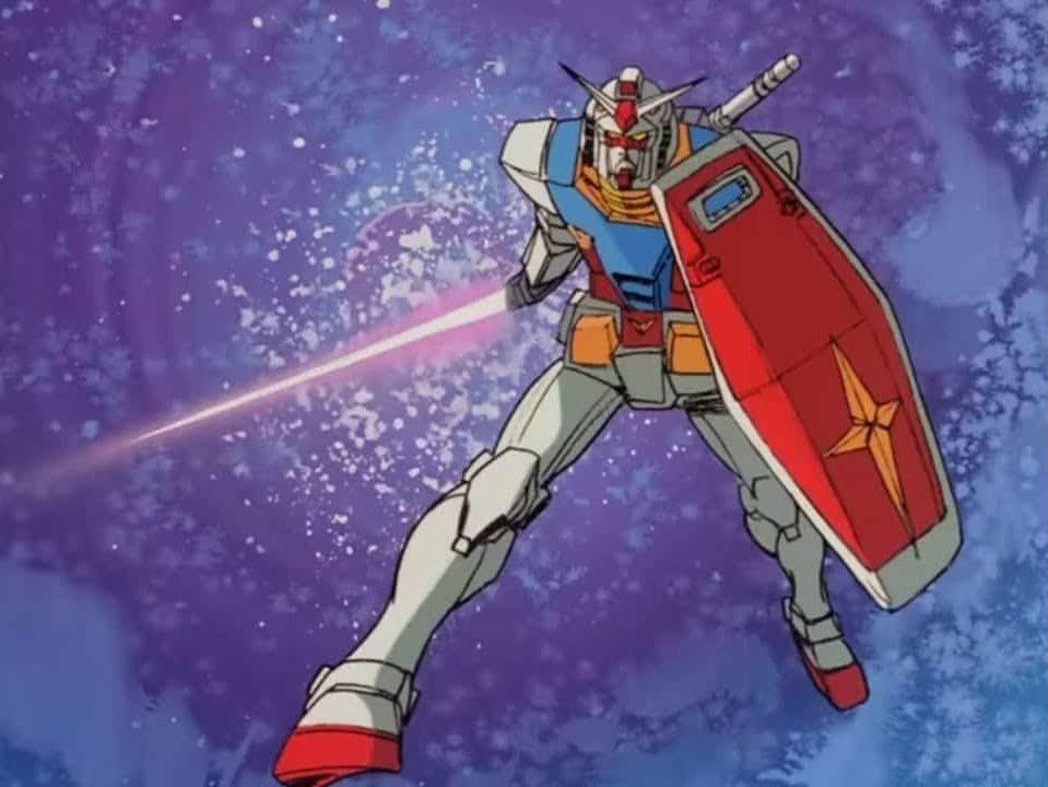 Il primo Gundam in posizione di attacco