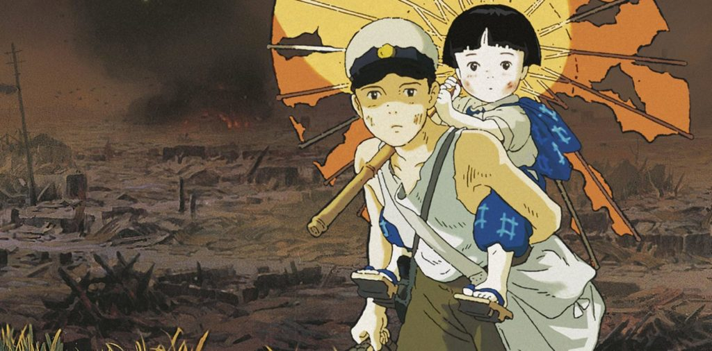 Il protagonista e la sua sorellina in un campo devastato dai bombardamenti