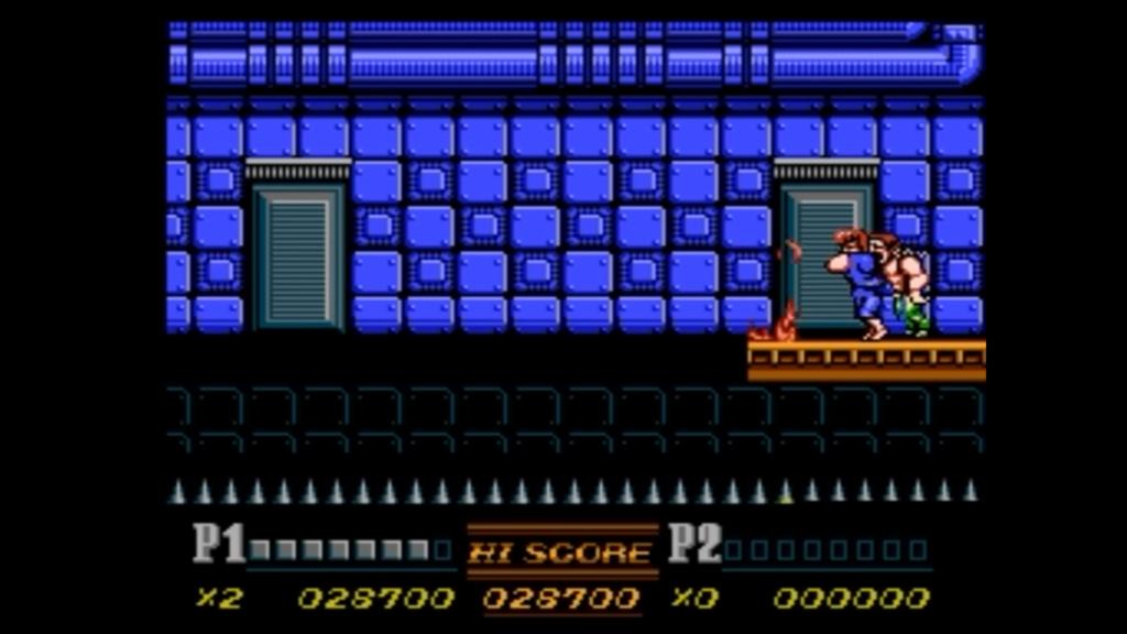 Il giocatore effettua una presa per lanciare un nemico su delle spine mortali