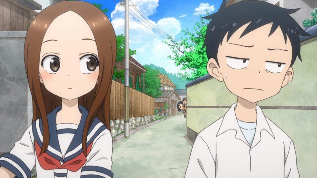 Takagi sulla sinistra guarda con sguardo da monella Nishikata che invece ha uno sguardo sconfitto e svogliato