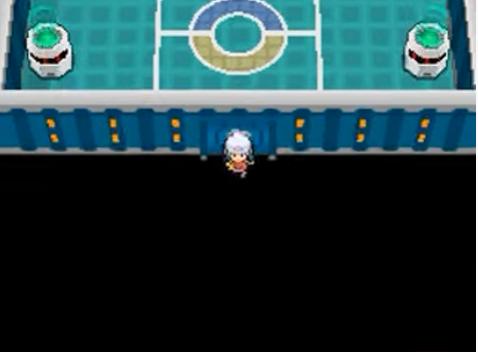 Lucinda che passa attraverso un muro della Lega Pokémon